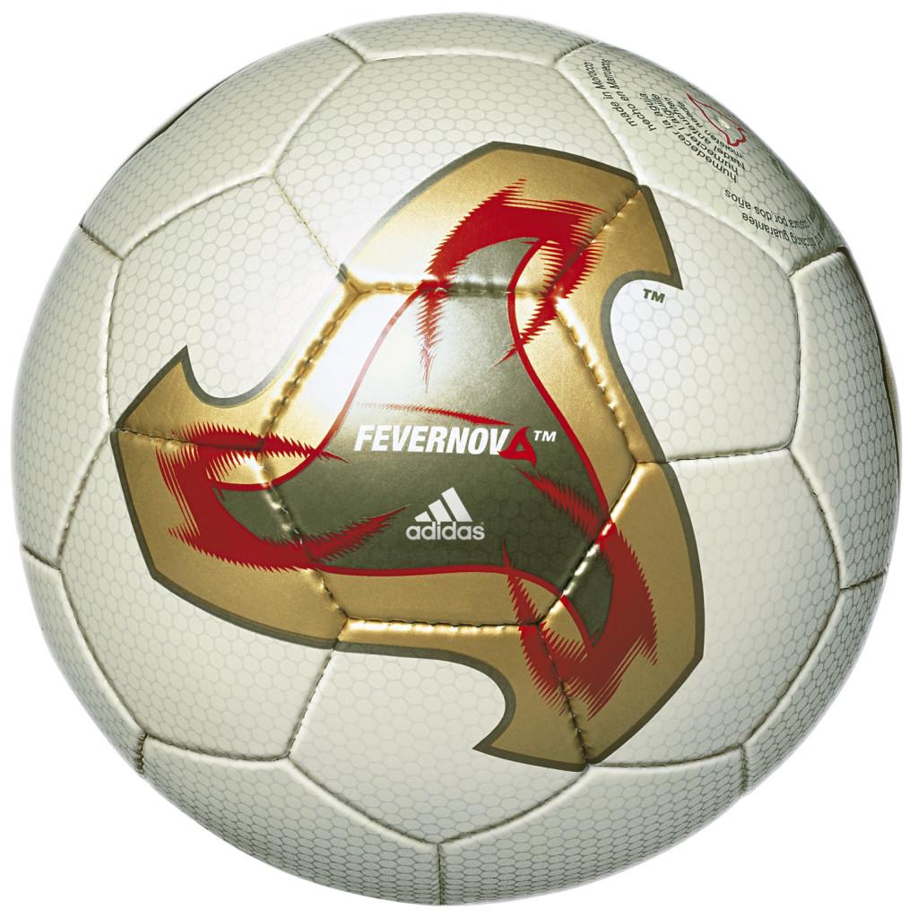 Oficjalna piłka meczowa Mistrzostw Świata w Korei Południowej i Japonii w 2002 roku.