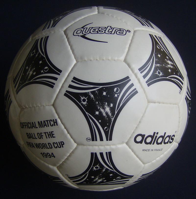 Oficjalna piłka meczowa Mistrzostw Świata w USA rozegranych w 1994 roku.