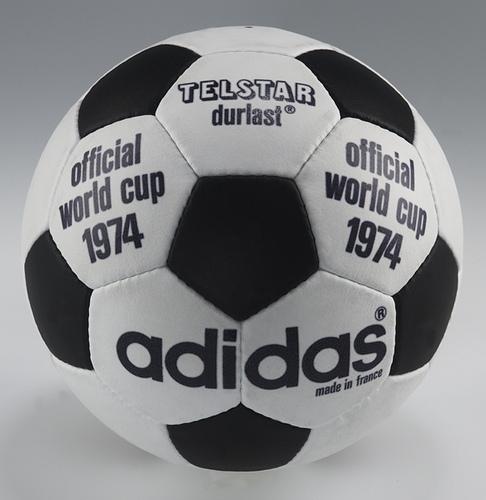 Oficjalna piłka meczowa Mistrzostw Świata z 1974 roku, które odbyły się w Republice Federalnej Niemiec.