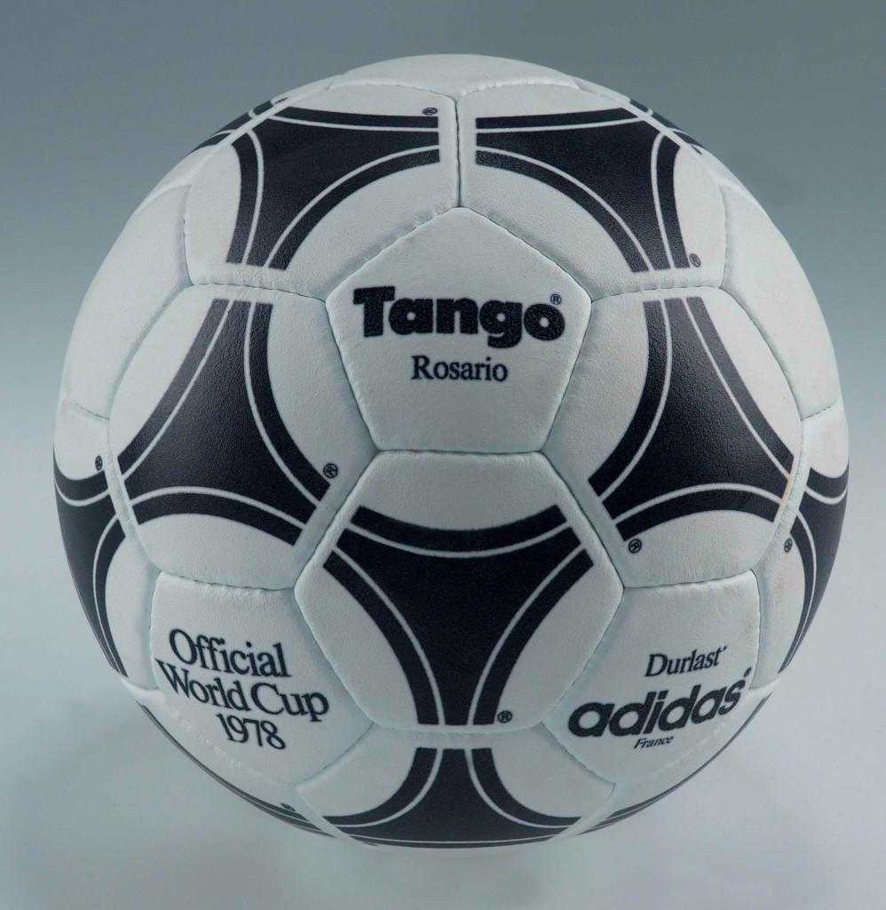 Oficjalna piłka meczowa na rozgrywkach o Puchar Świata w Argentynie w 1978 roku.